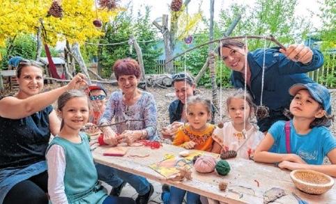 Buntes Treiben zum Herbstbeginn im Waldorfkindergarten